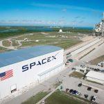 Компания Илона Маска SpaceX согласилась сNASA одоставке американцев кМКС