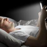 «Ночной режим» для телефонов увеличит качество сна— английские ученые