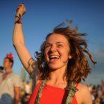 Постоянное ощущение счастья жизни непродлевает— однако делает еелегче