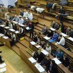 Студенты и педагоги РГГУ устроили сегодня стихийный митинг около университета